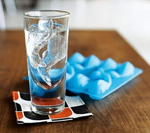 22 Unique And Creative Ice Cube Trays You Can Buy This Summer 11