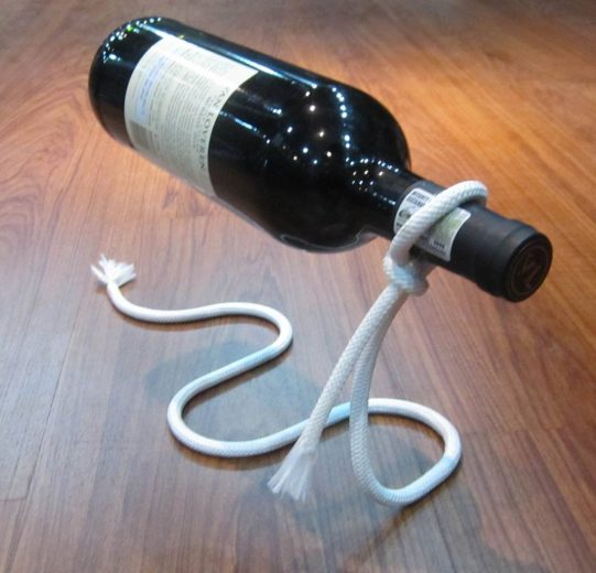 Lasso Wine Bottle Rope Holder