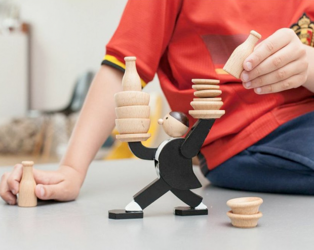 Waiter Stacking Game